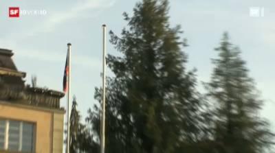 Die Flagge des alten libyschen Königreichs weht nun auch vor der Botschaft in Bern.