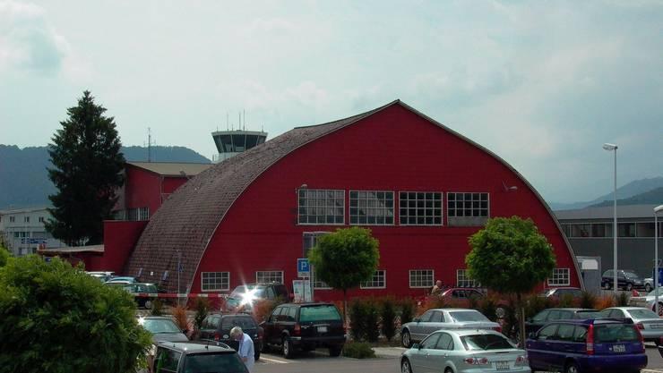 Noch steht der Hangar auf dem Flughafengelände Bern-Belp.