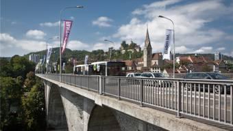 Die Hochbrücke soll nach den Plänen des Kantons dereinst nur noch für Bus, Fussgänger, Velofahrer und allenfalls die Limmattalbahn zur Verfügung stehen.chris iseli