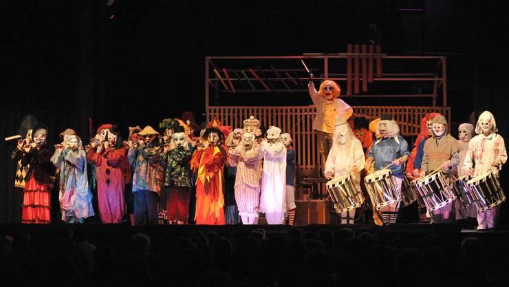 «D Naarebaschi» fügen sich mit ihren verschiedenen Auftritten nahtlos in das Programm ein.