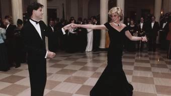 """Unvergessen: Prinzessin Diana im """"Travolta-Kleid"""" auf dem Parkett mit US-Schauspieler John Travolta. (Archivbild)"""