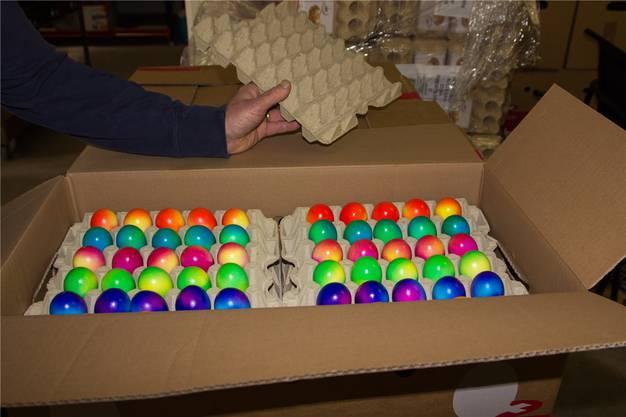 Die erste Ladung farbiger Ostereier ist eingetroffen. Sie werden am kommenden Montag im Wald die Nestli schmücken.