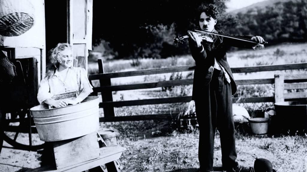 Charlie Chaplin und seine Geige ist eine besondere Verbindung. Eine Ausstellung in Manoir de Ban bei Vevey, wo Chaplin seit 1953 bis zu seinem Tod 1977 lebte, ruft Chaplins musikalisches Universum in Erinnerung.