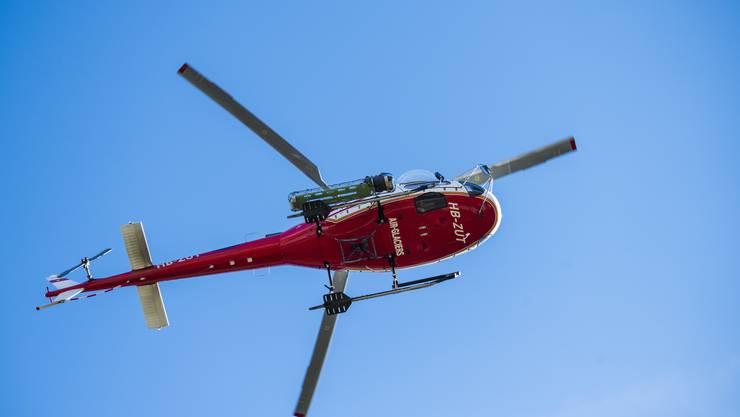 Im Einsatz standen unter anderem die Air-Glaciers. Die Rettungskräfte konnten nur noch den Tod des Wanderers feststellen.
