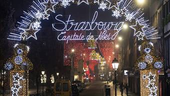 Weihnachtsbeleuchtung in Straßburg - einen Weihnachtsmarkt gibt es auch hier in diesem Jahr nicht. Foto: Jean-Francois Badias/AP/dpa