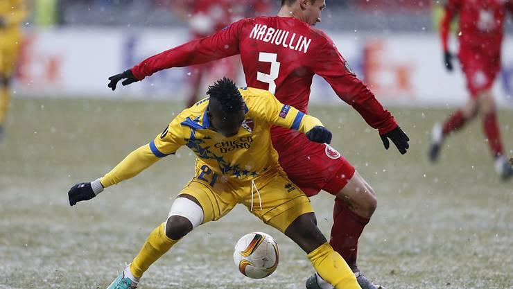 Sion mit Ebenezer Assifuah (links) kassierte im Schneegestöber von Kasan die erste Niederlage in der Europa League