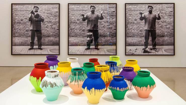 Der chinesische Künstler Ai Weiwei macht die Kunstzerstörung zur Kunst. Bild: Daniel Azoulay/Keystone (18. Februar 2014, Perez Art Museum)
