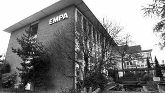 Das Empa Gebäude in Dübendorf, aufgenommen im Jahre 1994