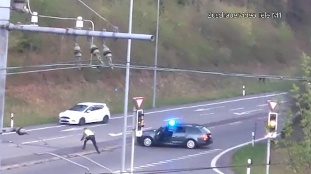 Ohne Ausweis und viel zu schnell: Auto-Rowdy flüchtet vor Aargauer Polizei - selbst Nagelsperre stoppt ihn nicht