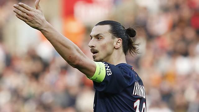 PSG-Captain Zlatan Ibrahimovic beschwert sich beim Schiedsrichter