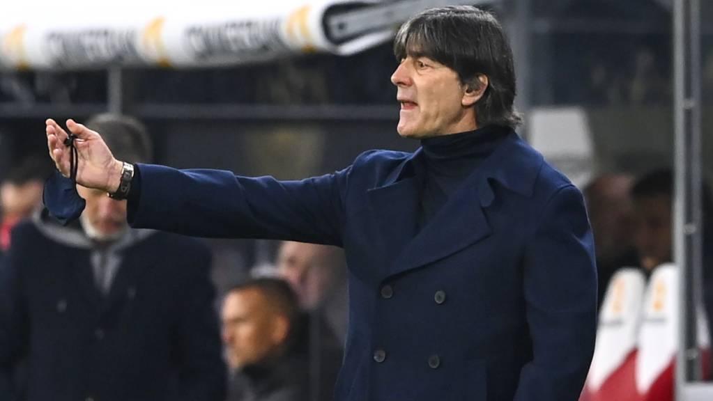 In der Kritik: Am 4. Dezember berät der DFB über die Zukunft von Bundestrainer Jogi Löw.