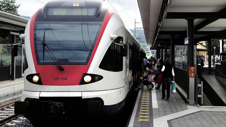 Alle Viertelstunden soll bis spätestens 2025 zwischen Basel und Laufen – hier Bahnhof Dornach – eine S-Bahn fahren.  Kenneth Nars