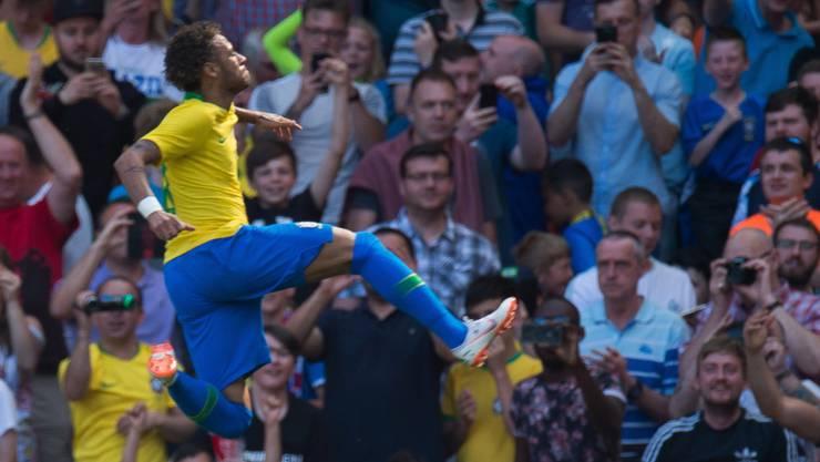 Neymar jubelt nach seinem Tor gegen Kroatien ausgelassen