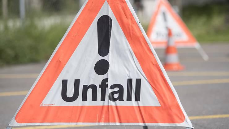Auf der A1 kam es kurz nach dem Mittag zum Unfall. (Symbolbild)