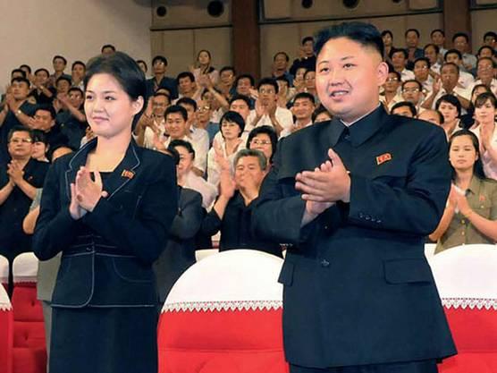 Kim Jong Un mit seiner Frau Ri Sol Ju auf einer Aufnahme vom Juli 2012