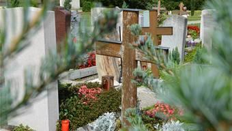 Gemeinden dürfen Zivilstandsänderungen nur veröffentlichen, sofern Betroffene oder Angehörigen zustimmen. Im Bild der Brugger Friedhof. (Archiv)