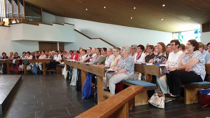 Mitglieder des Bezirks-Cäcilienfest an der Wortgottesfeier in der Kirche Aedermannsdorf