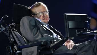Sieben Monate nach dem Tod von Stephen Hawking ist sein letztes Buch erschienen - darin äussert der Physiker seine Gedanken zu ganz grossen Fragen. (Archivbild)
