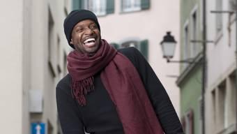 Ständig in Bewegung und am Lachen: Comedian Charles Nguela.