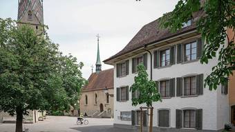 Zeuge des Badener Stifts: Das Chorherrenhaus, mit Stadtkirche und Sebastianskapelle.