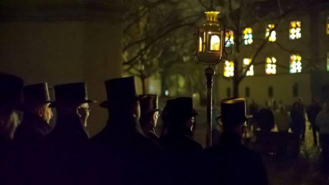 Die Sebastianibrüder in Rheinfelden gedenken mit ihrem Weihnachtsbrauch der Pest im Mittelalter. Foto: ho