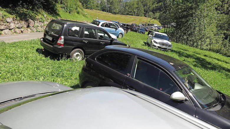 An Spitzentagen parkieren die vielen Gäste kreuz und quer. (Archivbild)