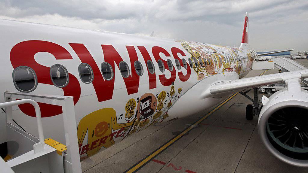 Die Swiss kann auch im Juli mehr Passagiere befördern als vor einem Jahr. (Archiv)