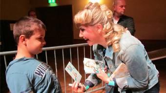 Dank der Stiftung Wunderlampe durfte Kai Steven aus Möriken-Wildegg sein grosses Idol Beatrice Egli persönlich kennen lernen und ein Konzert besuchen.