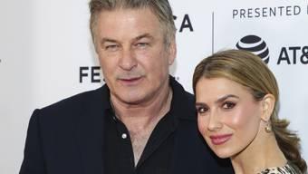 Der US-Schauspieler Alec Baldwin und seine Frau Hilaria trauern zum zweiten Mal innerhalb von sieben Monaten über ein Baby, das während der Schwangerschaft gestorben ist. (Archivbild)