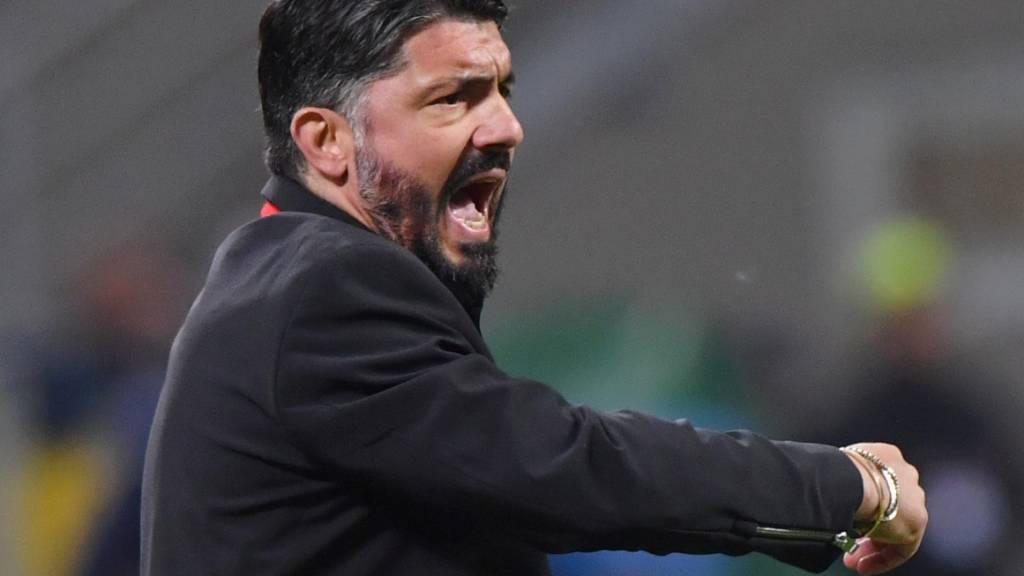 Zwei alte Milanisti als Gegenspieler an der Linie