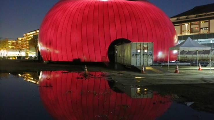 Die aufblasbare Konzerthalle kam 2014 am Lucerne Festival Ark Nova im japanischen Sendai zum Einsatz. Sie bietet Platz für rund 500 Zuhörer.
