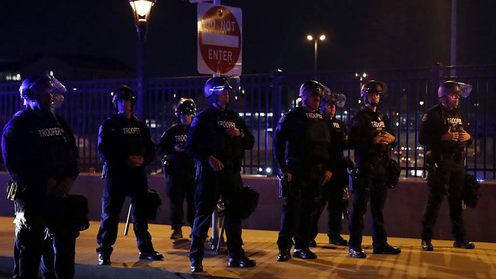 In den USA kam es nach einem Freispruch für einen Polizisten zu Aussreitungen bei Protesten.
