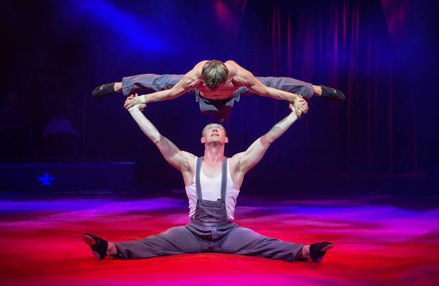 Das ukrainische Duo Shcherbak Popov begeistert mit seiner halsbrecherischen Parterre-Akrobatik.