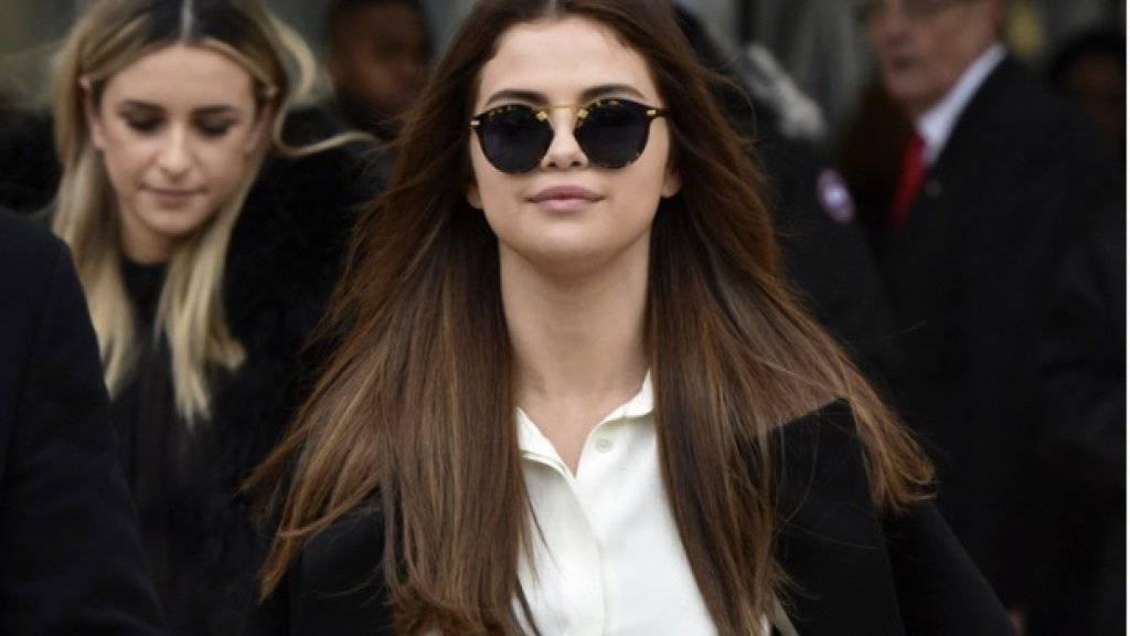 Die Sängerin Selena Gomez schaut darauf, dass sie in der Öffentlichkeit möglichst häufig präsent ist. So besuchte sie auch ein Konzert von Céline Dion (Archiv)