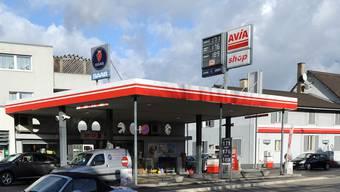 AVIA-Tankstellen werden immer wieder überfallen. So geschehen gestern Abend an der Burgfelderstrasse. (Symbolbild)