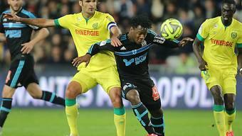 Kein Durchkommen für Marseilles Batshuayi gegen Vizcarrondo (links)