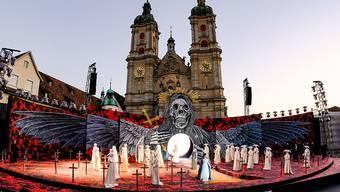 """Szenenbild aus der Verdi-Oper """"Il trovatore"""", aufgenommen im Juni 2019 auf dem St. Galler Klosterplatz. Diesen Sommer gibt es in St. Gallen wegen der Corona-Pandemie sicher keine Open-air-Festspiele. Das Theater St. Gallen hat die Oper ins Theater verlegt und hofft, auf grünes Licht vom Bundesrat."""