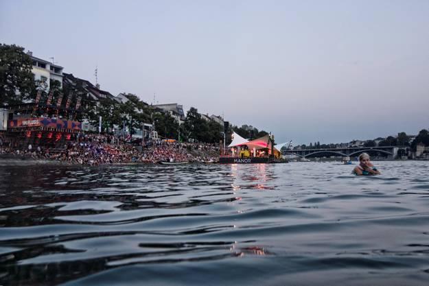 Machen Sie mit und gewinnen Sieeine Strandkabine oder einen kleinen Wickelfisch (51cm). Jetzt Kennwort «Wickelfisch» oder «Strandkabine», Abonnentennummer und gewünschter Abholungsort (Basel oder Liestal) an verlosung@bzbasel.chsenden. Einsendeschluss ist der 17. August um 10 Uhr. Die Gewinner werden bis zum 17. August um 17 Uhr schriftlich informiert. Abholung nach Vereinbarung ab Dienstag, 18. August.
