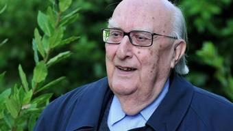 Der italienische Bestseller-Autor Andrea Camilleri ist mit 93 Jahren am Mittwoch gestorben. Bekannt ist er vor allem für seine Krimis um den Kommissar Salvo Montalbano. (Archivbild)