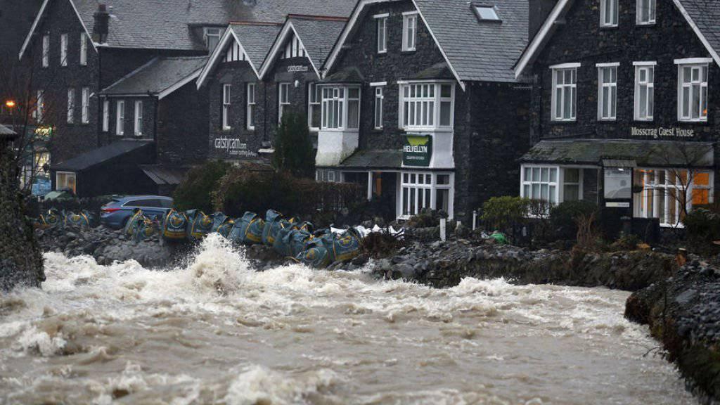 Sandsäcke zum Schutz vor dem Hochwasser am Mittwoch im englischen Ullswater.