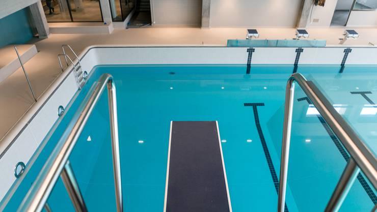 Nicht nur in vielen Schwimmbädern wird Chlor verwendet. Auch viele Bereiche der Wirtschaft sind angewiesen auf diese chemische Substanz.
