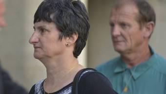 Ein Gericht in London hat am Dienstag gegen Sabrina Kouider und ihren Lebenspartner Ouissem Medouni lebenslange Haftstrafen wegen Mordes am 21-jährigen französischen Au-Pair-Mädchen Sophie Lionnet verhängt. Die Eltern (Bild) der Ermordeten waren zur Urteilsverkündung nach London angereist.