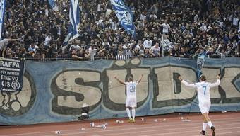 Dzengis Cavusevic feiert seinen 2:1-Siegtreffer mit der FCZ-Südkurve