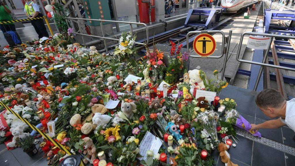 Grosse Anteilnahme nach dem tödlichen Angriff auf einen Achtjährigen und seine Mutter im Hauptbahnhof Frankfurt. (Archivbild)