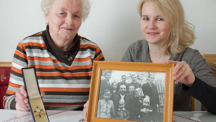 Silvia Schaub mit ihrer Tante Gerta Kollmann in ihrer Küche im österreichischen Södingberg.harald klemm