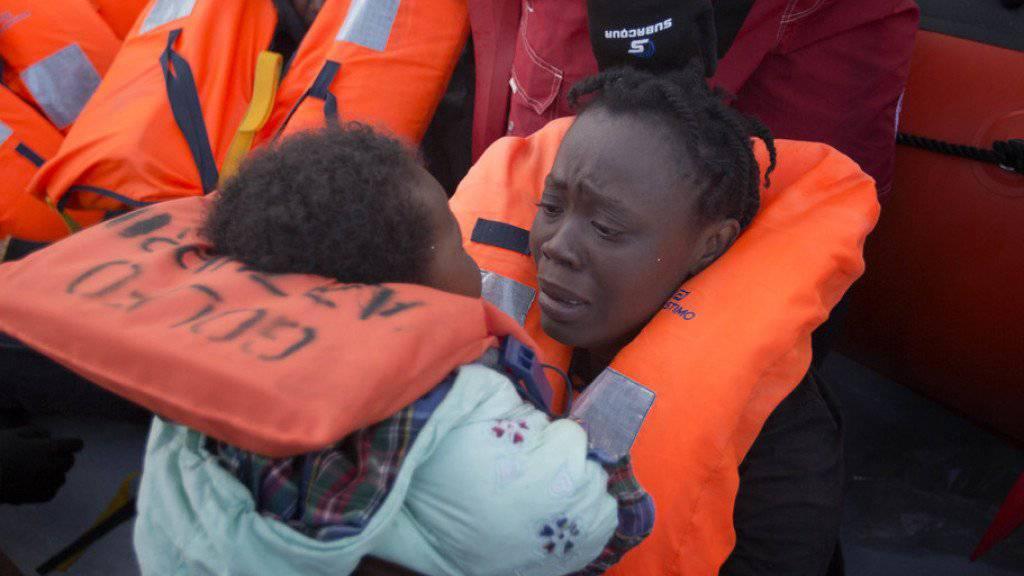 Flüchtlingsfrau aus Afrika mit Tochter. (Symbolbild)