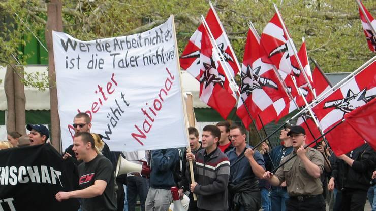 Oktober 2018: Demo in Langenthal, Rechtsextreme der Partei national orientierter Schweizer (PNOS) demonstrieren in Langenthal. Am Bahnhof kommt es zu Zusammenstössen mit Berner Autonomen. © Simon Schaerer erschienen: 3.5.04, 26. 10. 2004
