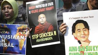 Aktivisten fordern vor der Botschaft Myanmars in Jakarta ein Ende der Gewalt gegen die Rohingya