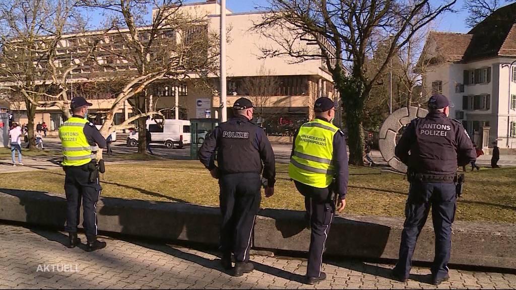 Kapo Aargau wappnet sich trotz Corona-Demo-Verbot für einen Grosseinsatz