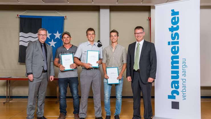 Stefan Wittmer (BIKO-Präsident), Muhamet Kabashi, Erino Schöni, Livio Jordi und Markus Strub (Prüfungsobmann) (v.l.n.r.) (Bild: Foto Basler)